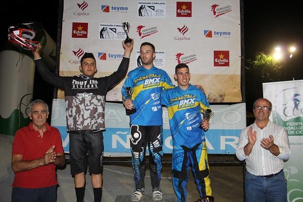 PODIO CATEGORIA 19 Y MAS BMX CON JULIO GOMEZ EN LO MAS ALTO PODIO 16